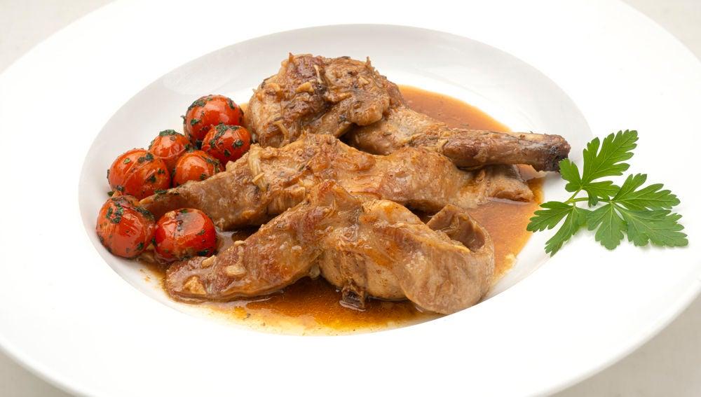 """Receta de conejo al ajillo, de Arguiñano: """"Una de las carnes más suave, tierna, fácil de cocinar y barata"""""""