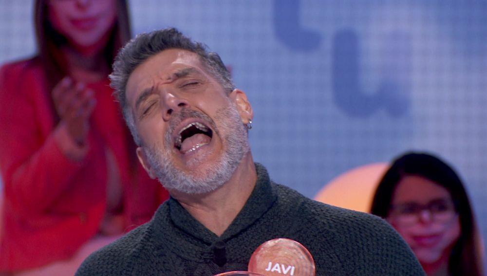 Javi Mora se inventa el inglés y triunfa en 'La Pista'