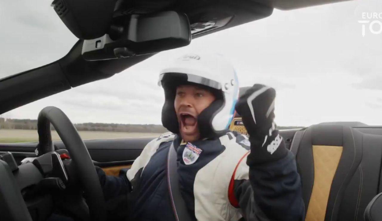 Cuela una pelota de golf en un coche en movimiento a 277 metros y 180 km/h