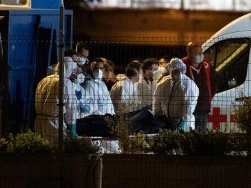 El cayuco remolcado por el Talía, con 24 fallecidos a bordo, llega a Tenerife