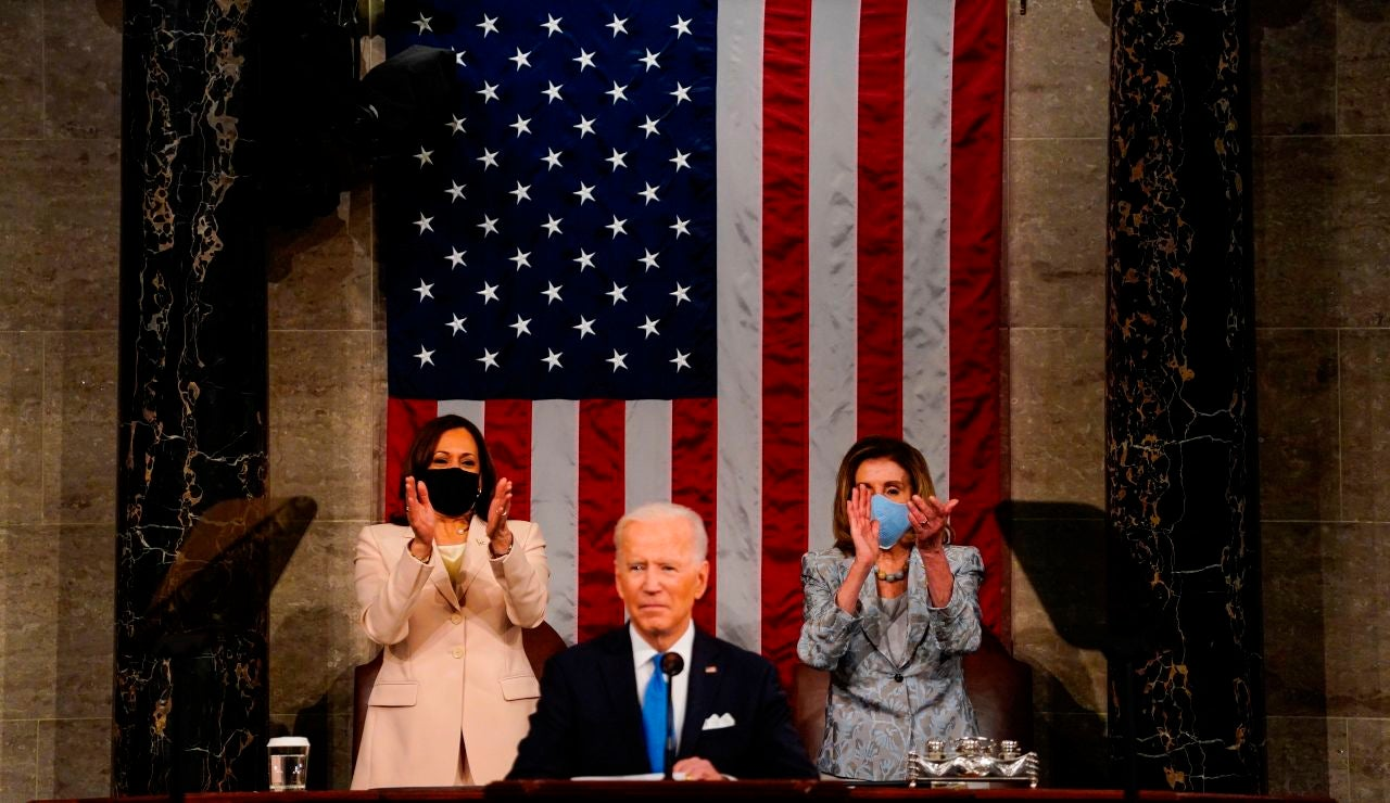 Joe Biden junto a Kamala Harris y Nancy Pelosi