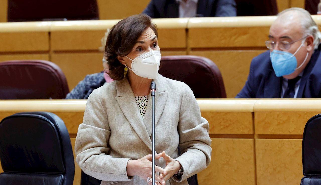 La vicepresidenta del Gobierno, Carmen Calvo, interviene durante la sesión de control al Gobierno
