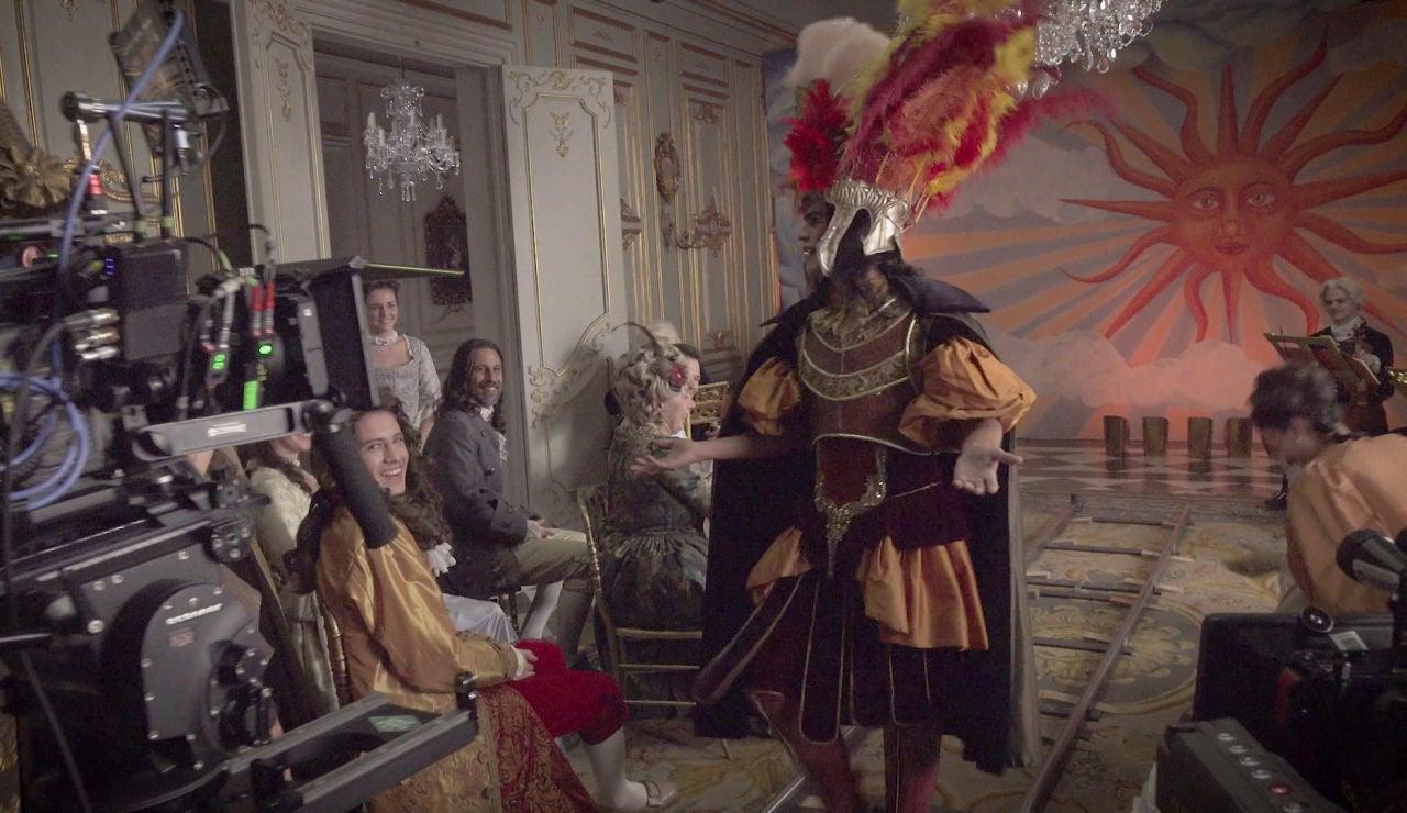 El recital de Farinelli tras las cámaras de 'La cocinera de Castamar': 'I will survive', bailes y momentos de angustia