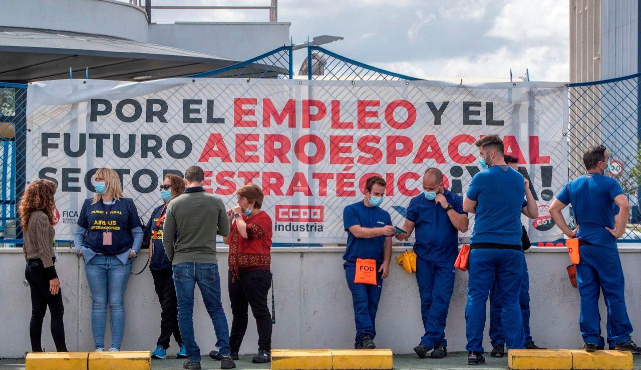 Más de 200 trabajadores de Airbus se encierran en la planta de Puerto Real, Cádiz, ante la amenaza de un posible cierre