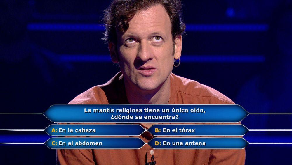 Edu Soto recibe el 'ataque' de la mantis religiosa en '¿Quién quiere ser millonario?': ¿se arriesga o juega por 30.000€?