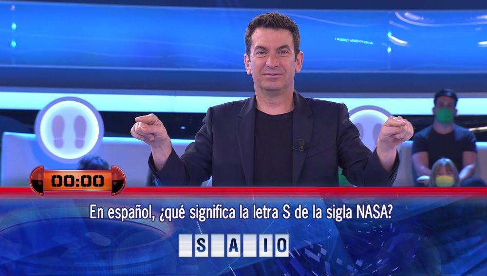 Arturo Valls consulta el VAR ¡hasta en dos ocasiones! en '¡Ahora caigo!'