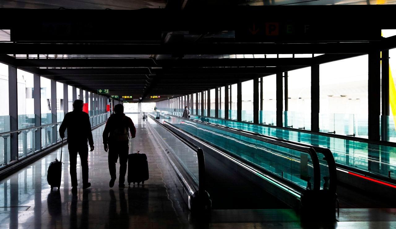 Hoy empiezan las restricciones y cuarentenas obligatorias a los pasajeros procedentes de la India
