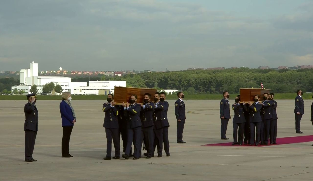 Llegan a Madrid los féretros de David Beriain y Roberto Fraile, los periodistas españoles asesinados en Burkina Faso