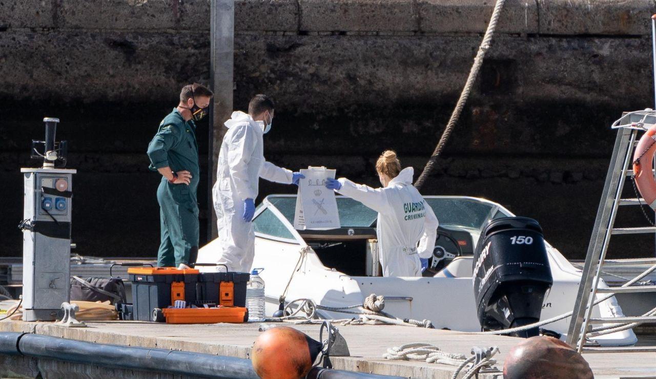 La Policía Científica analiza una embarcación en Tenerife