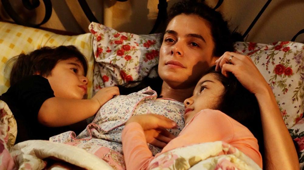 Bahar junto a sus hijos Nisan y Doruk