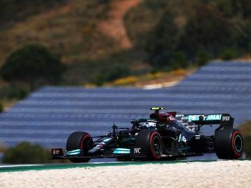 Bottas se impone a Hamilton en la clasificación del Gran Premio de Portugal, Sainz saldrá 5º y Alonso 13º