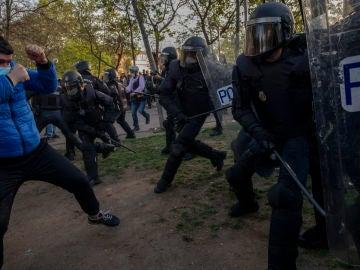 La Policía detiene a dos escoltas de Pablo Iglesias por participar en los incidentes contra Vox en Vallecas