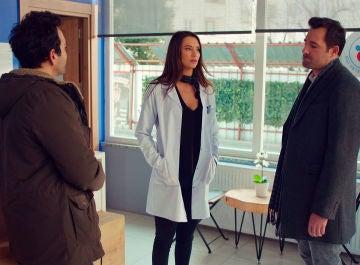 Demir, Candan y Murat: una cómica escena de celos y una decisión que unirá más a los recién casados