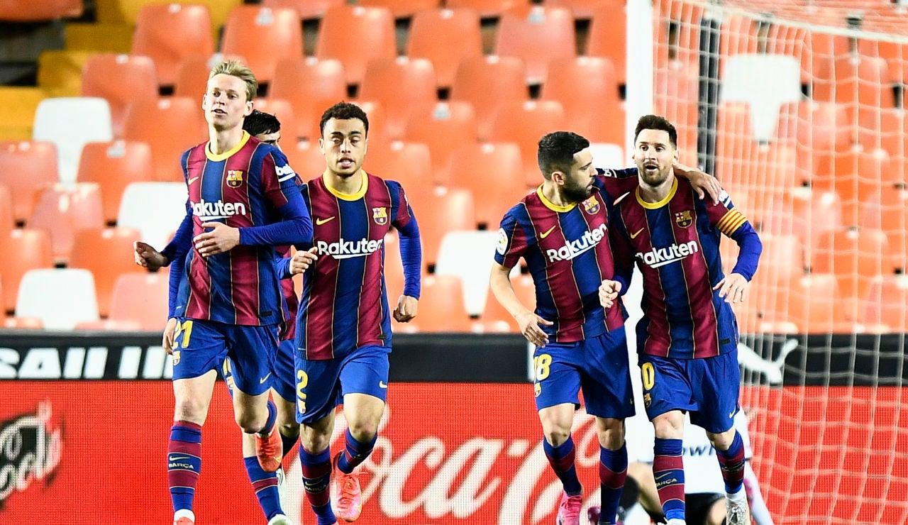 El Barcelona remonta ante el Valencia y se jugará la Liga ante el Atlético de Madrid