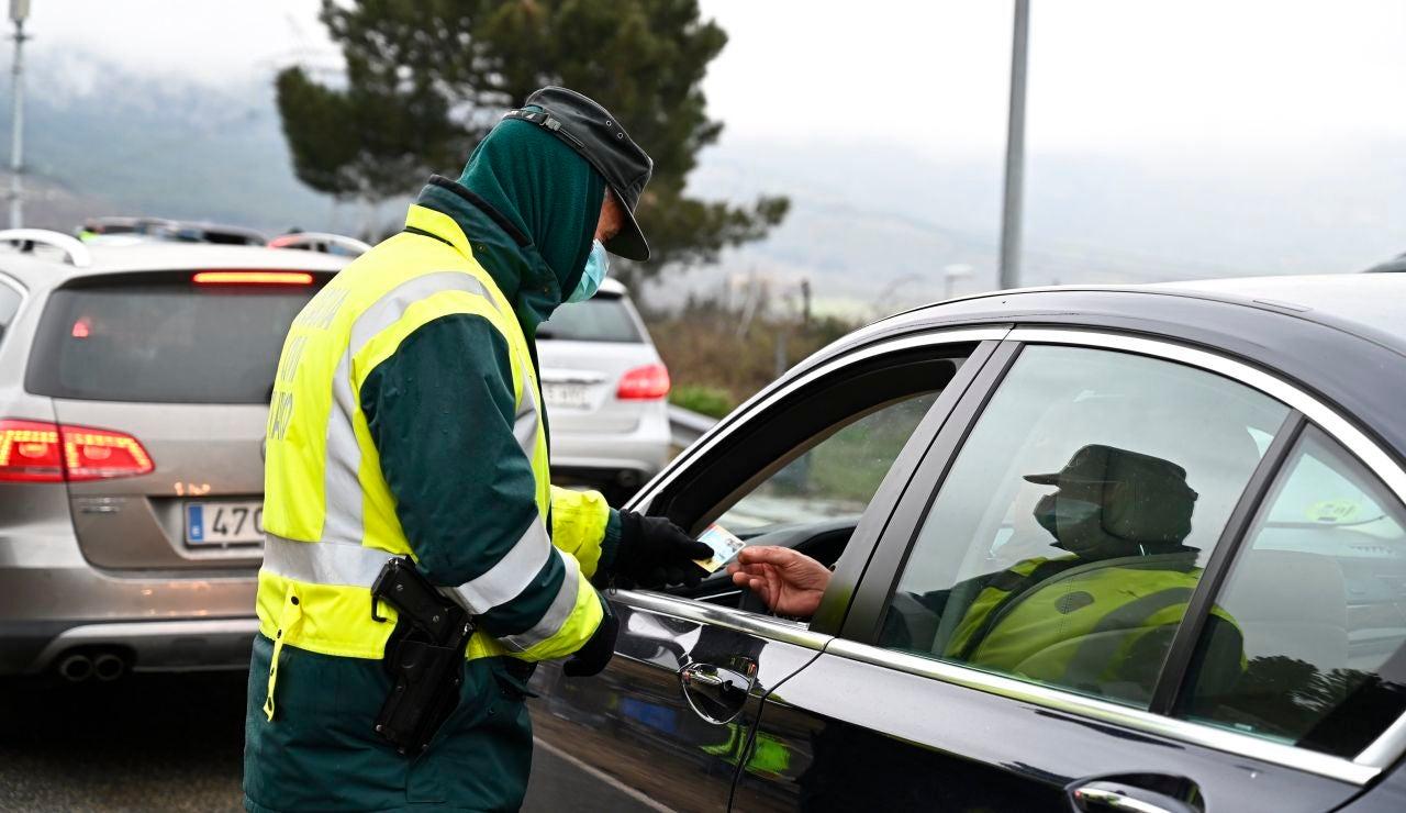 Guardia Civil pidiendo documentación