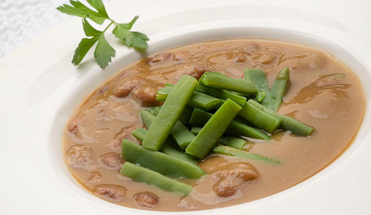 """Receta de alubias canela con judías verdes, de Arguiñano: """"La forma más sana y barata de alimentarse bien"""""""