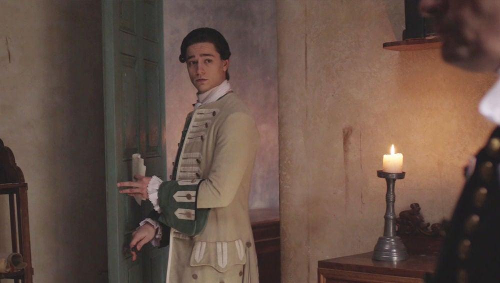 """Elquiza ordena a Roberto: """"Será mejor que sientes a Don Enrique lo más alejado posible de Doña Amelia"""""""