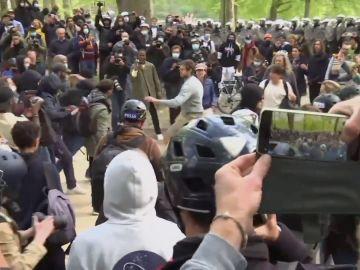 Una macrofiesta ilegal en Bruselas en la que participaron 2.000 personas termina en batalla campal