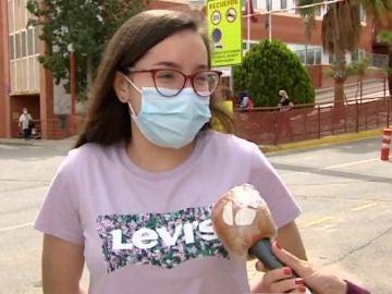 Verena, la joven que tose cada dos segundos