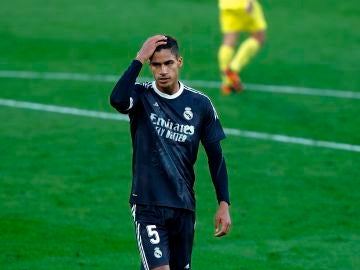 Varane, baja ante el Chelsea por lesión
