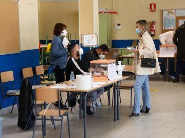 María Pombo votando.