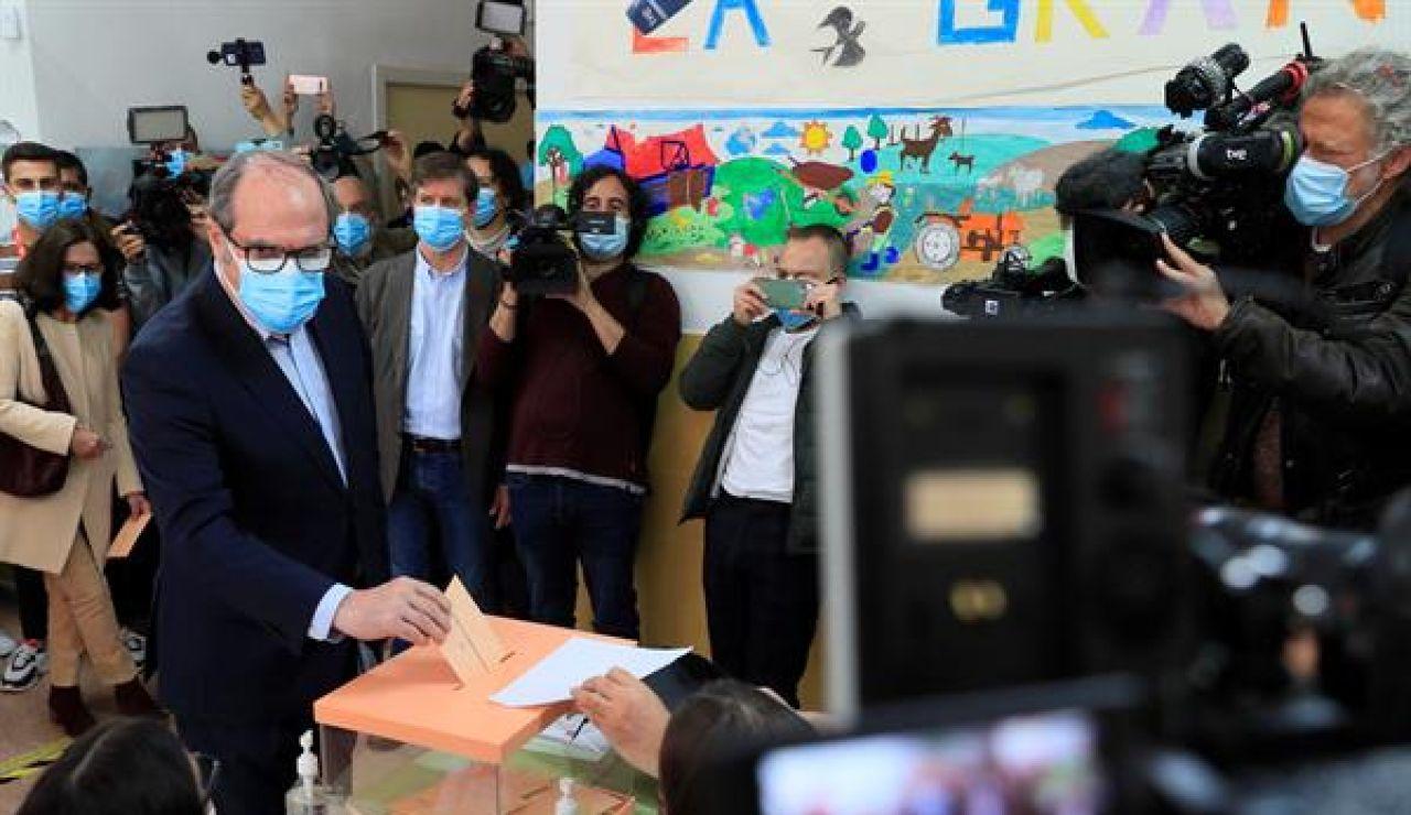 Ángel Gabilondo vota en las elecciones en Madrid 2021