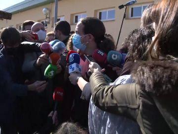 """Pablo Iglesias, el segundo en votar en las elecciones de Madrid: """""""