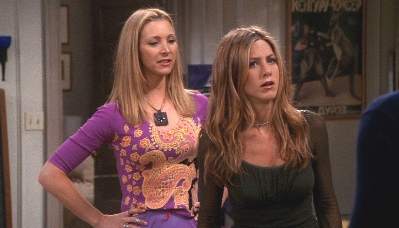 Lisa Kudrow y Jennifer Aniston como Phoebe y Rachel en 'Friends'