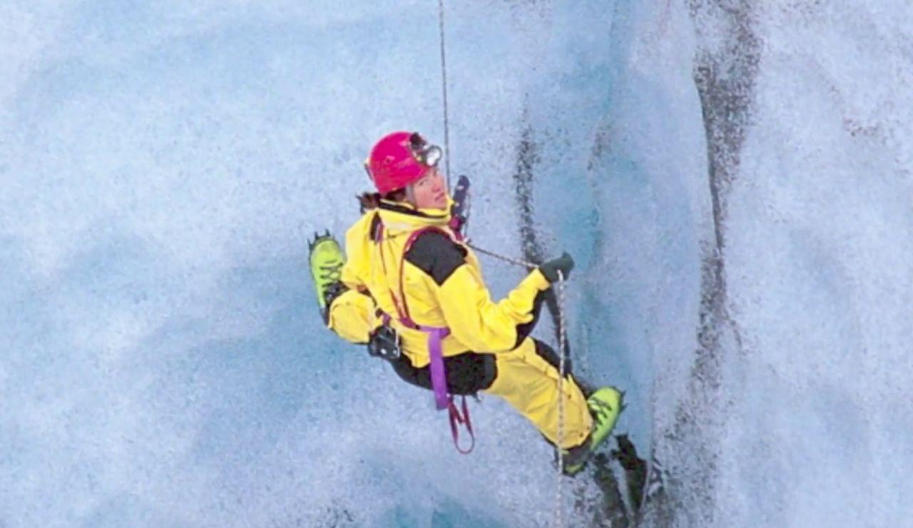 """'Karmenka' se mete en los glaciares para estudiar el cambio climático: """"Bajo hasta 200 metros en vertical"""""""