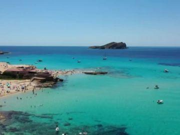 Las playas de toda España se preparan para recibir turistas tras el levantamiento del cierre perimetral