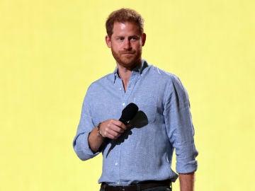 """El Príncipe Harry afirma que vivir con la Familia Real Británica """"era una mezcla entre 'El show de Truman' y vivir en un zoo"""""""