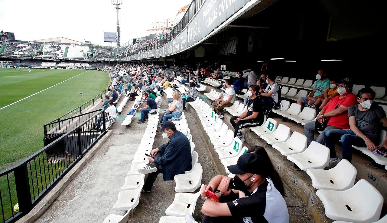 Así ha sido la vuelta de los aficionados a los estadios de fútbol en Castellón