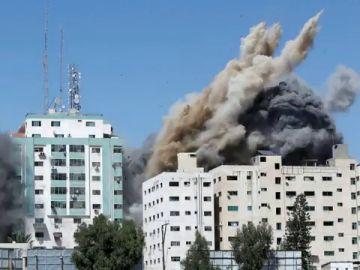 Israel bombardea la sede de agencia AP y Al Jazeera en la Franja de Gaza