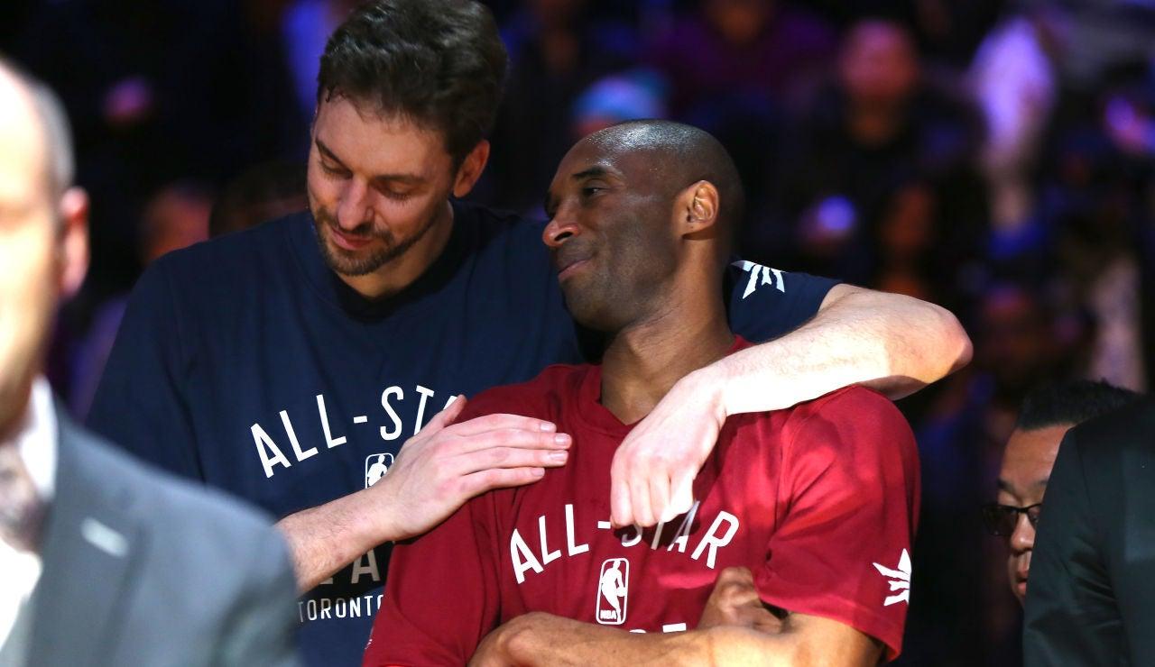 Pau Gasol acompaña a la familia de Bryant en la emotiva ceremonia de introducción de Kobe al Hall of Fame