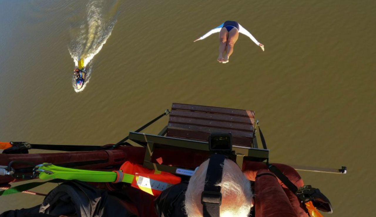 Rhiannan Iffland hace historia realizando un clavado desde un globo aerostático