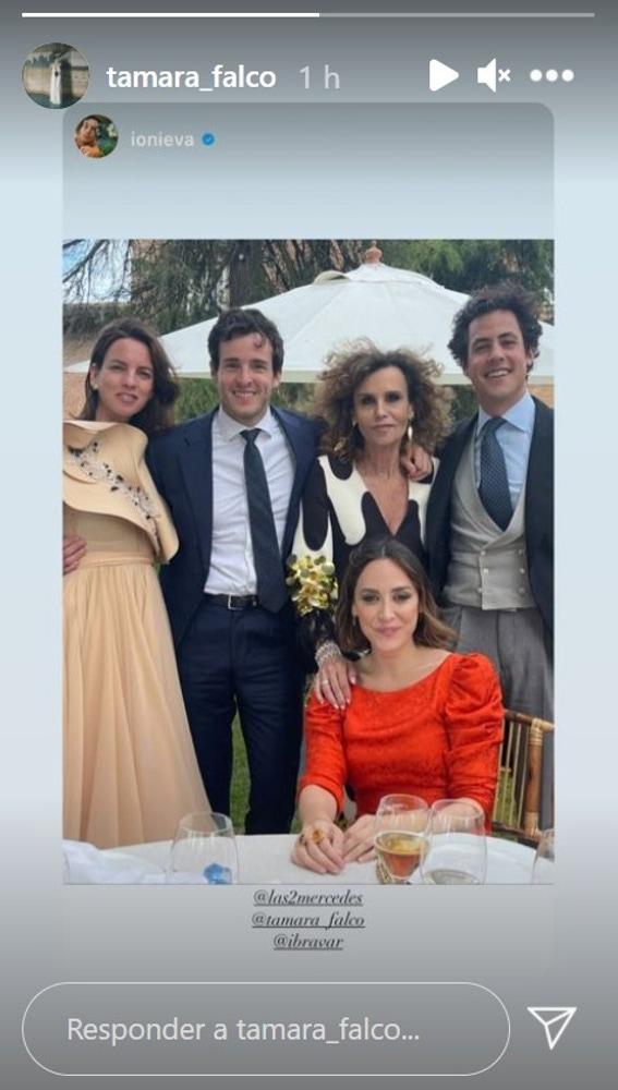 Tamara Falcó e Iñigo Onieva, juntos y muy elegantes en una boda