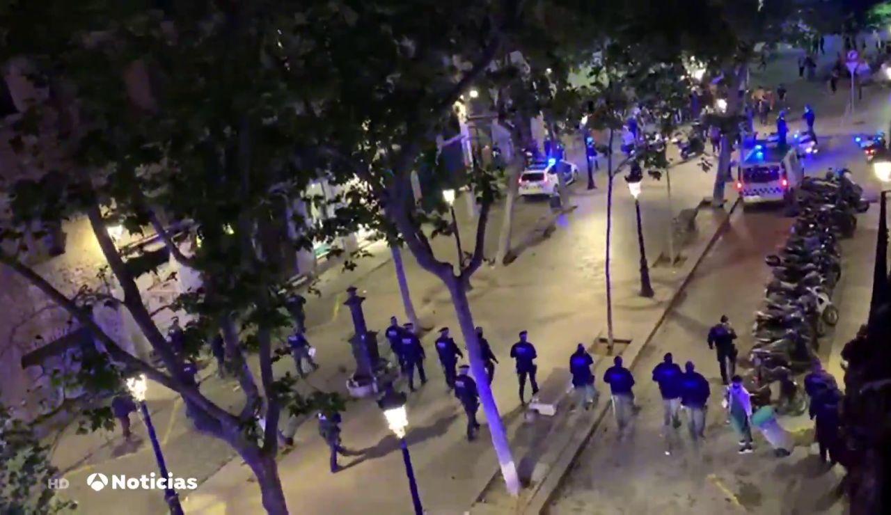 La Guardia Urbana y los Mossos desalojan a 9.000 personas que estaban haciendo botellón en las calles de Barcelona