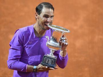 Rafa Nadal gana su décimo Masters de Roma tras doblegar a Djokovic en la final