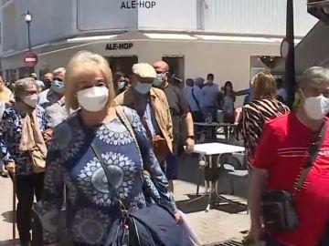 Un grupo de mayores llega a Benidorm en un viaje sustitutivo del Imserso