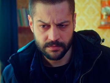 Cemal descubre el secreto de Öykü tras presionar a Zeynep
