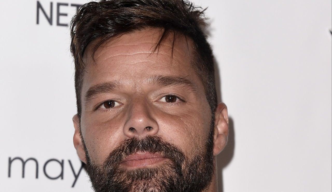 Ricky Martin posando ante los medios