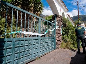 La puerta de la casa del padre de las niñas desaparecidas en Tenerife