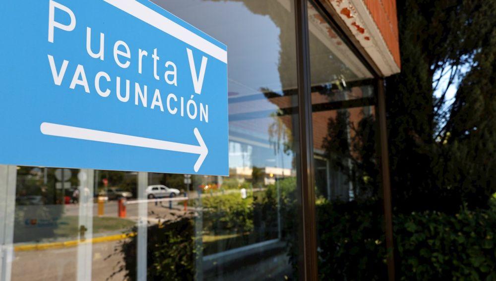 La Comunidad de Madrid abre las citas para vacunar a mayores de 30 contra el coronavirus
