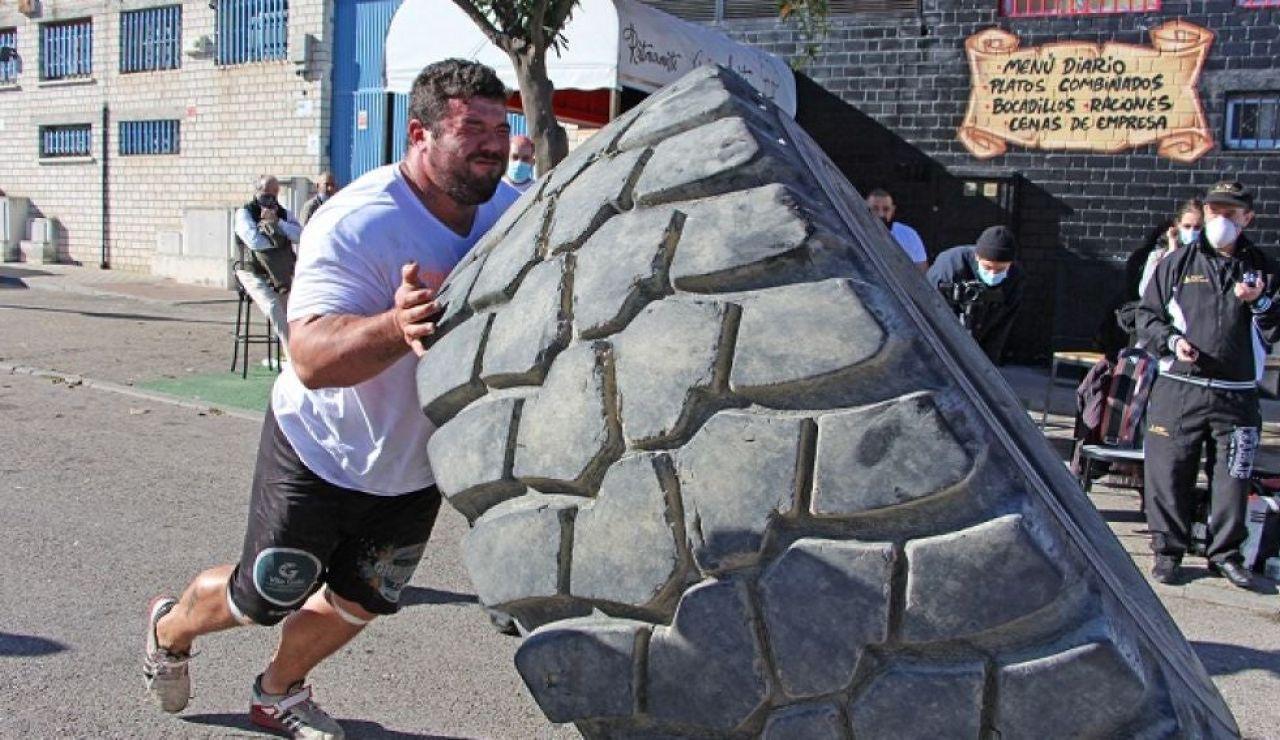 """Roberto Rodríguez recorre 40 metros con 160 kilos en cada mano: """"Soy el más fuerte de España"""""""