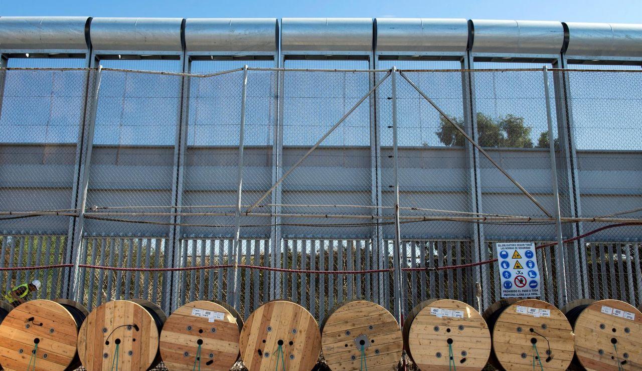 Decenas de migrantes entran a la fuerza por Melilla
