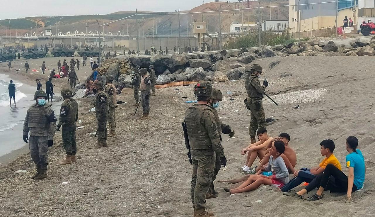 ¿Qué está pasando en Ceuta y a qué se debe la llegada de miles de inmigrantes desde Marruecos?