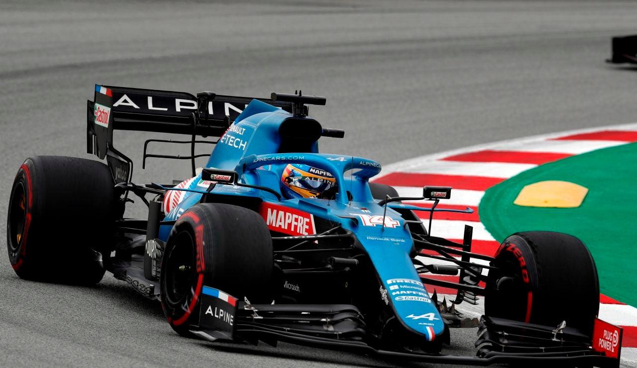 Fernando Alonso pilota el Alpine en el GP de España