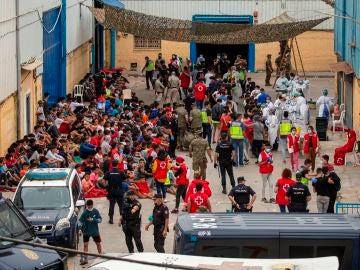Preocupa la situación de los menores marroquíes en Ceuta, deambulan por las calles sin dinero ni comida y duermen en estanterías de almacenes