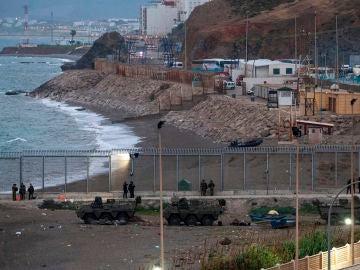 La Guardia Civil localiza el cuerpo sin vida de una persona flotando en la playa del Tarajal, Ceuta