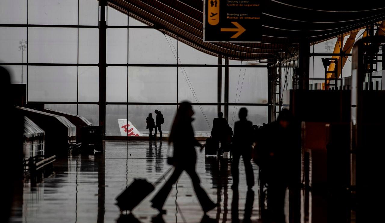 Vista del transito de viajeros por la T4 del Aeropuerto Adolfo Suarez Barajas